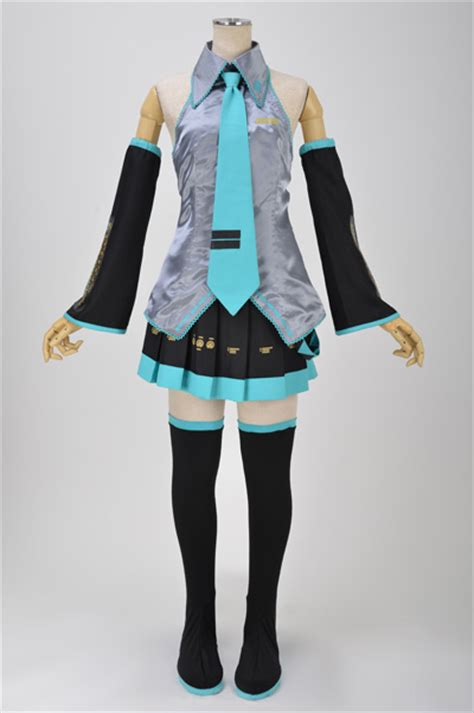 COSPLAY: Hatsune Miku's 1st Official Costume Set Offered