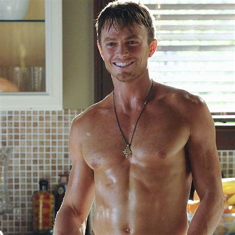 Shirtless Wilson Bethel Steams Up New 'Hart of Dixie